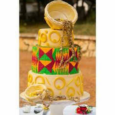 Love this traditional cake and the detail Ghana Traditional Wedding, Traditional Cakes, Traditional Wedding Dresses, Traditional Decor, Engagement Decorations, Engagement Cakes, African Cake, African Theme, African Wedding Cakes