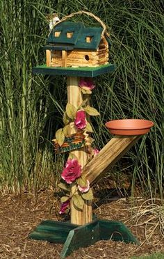 Free standing bird house and feeder