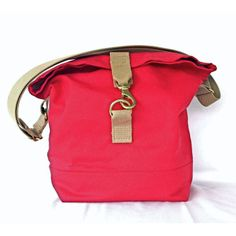 Talant Cross Body Bag, great water-resistant bag that is practical and cute