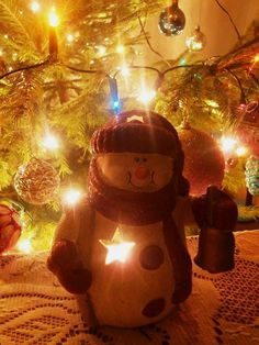 Bałwanek z modeliny  Autor: Magdalena Kubiak  #QSQ #Christmas #tree #ornament #inspiration #idea #decor #fairy #lights #snowman #snow