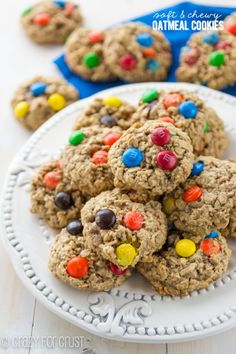 Soft and Chewy Oatmeal Cookies - the PERFECT oatmeal cookie! Crazy for Crust Yummy Cookies, Cupcake Cookies, Yummy Treats, Sweet Treats, Cupcakes, Sugar Cookies, Köstliche Desserts, Delicious Desserts, Dessert Recipes