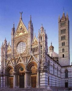The #CathedralofSantaMariaAssunta (exterior), a great Gothic church in #Siena. The exterior and the interiors are decorated in white and greenish-black marble in alternating stripes, black and white being the symbolic colors of Siena.