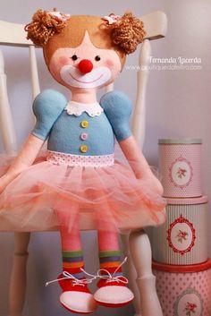 Boneca Palhacinha Fernanda Lacerda   www.boutiquedofeltro.com