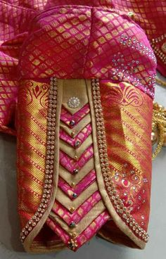 Patch Work Blouse Designs, Hand Work Blouse Design, Simple Blouse Designs, Stylish Blouse Design, Bridal Blouse Designs, Blouse Neck Designs, Latest Saree Blouse Designs, Sleeves Designs For Dresses, Sleeve Designs