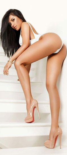 Perfect long legs sex in heels