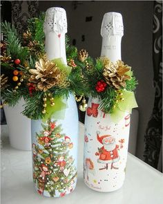 The usefulness of wine bottles does not get over after the last wine drop is poured out. Find out how from these crafts with empty wine bottles. Glass Bottle Crafts, Wine Cork Crafts, Jar Crafts, Bottle Art, Empty Wine Bottles, Painted Wine Bottles, Christmas Decoupage, Christmas Crafts, Merry Christmas