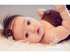 different angle for 3 month baby photo 3 Month Old Baby Pictures, 2 Month Old Baby, Baby Girl Photos, Newborn Pictures, Girl Pictures, Old Photography, Toddler Photography, Newborn Photography, Baby Monat Für Monat