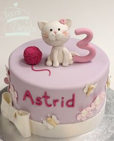 TORTE - Jagode in dinozavri Tap the link for an awesome selection cat and kitten products for your feline companion! Birthday Cake For Cat, First Birthday Cakes, Fondant Cat, Kitten Cake, Cupcake Cakes, Cake Cookies, Animal Cakes, Girl Cakes, Love Cake