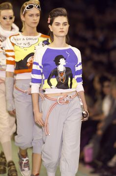 Chanel Fall 2001 Runway Pictures - StyleBistro
