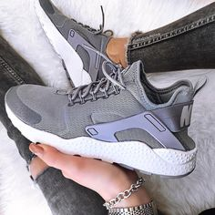 Sneakers femme - Nike Air Huarache Ultra (©allaboutelisa) Nike Huarache Women, Nike Air Huarache Ultra, Huarache Run, Nike Sneakers, Air Max Sneakers, Nike Shoes, Womens Fashion Sneakers, Teen Fashion, Shoes Sandals