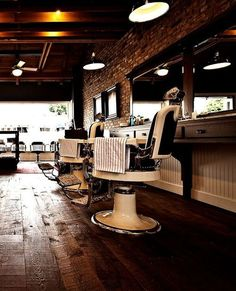Art deco barber shop 10 best barber shops images on pinteres Modern Barber Shop, Best Barber Shop, Barber Shop Interior, Barber Shop Decor, Shop Interior Design, Classic Barber Shop, Design Café, Salon Design, Cafe Design