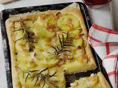 Kartoffelpizza mit Rosmarin (Pizza di patate) ist ein Rezept mit frischen Zutaten aus der Kategorie Pizza. Probieren Sie dieses und weitere Rezepte von EAT SMARTER!