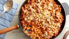 This skillet meal is perfect for weeknight dinners—it's beefy, creamy and cheesy and packed with tomatoes and macaroni--and everyone will ask for seconds! Huevos Rancheros, Paula Deen, Beef Dishes, Pasta Dishes, Enchiladas, One Pot Meals, Easy Meals, Quinoa, American Goulash