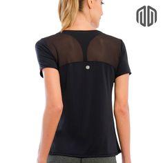 A Camiseta Fluid possui uma gola bem cavada e recortes em tule na região da  cintura 8b46b7739592c