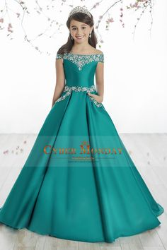 2017 Satin Boat Neck Flower Girl Dresses A Line With Beading Sweep Train