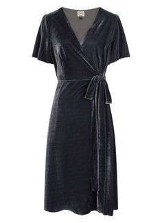 The Harley Velvet Wrap Dress is a plus velvet blue colour midi dress perfect for party season. The wrap front is secured with a fabric tie. Blue Velvet Dress, Blue Midi Dress, Velvet Dresses, Velvet Pants, Navy Dress Outfits, Blue Dresses, Wrap Front Dress, Wrap Dress, Knot Dress