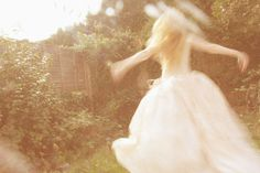 Alice In Wonderland Fotografia Retro, Jandy Nelson, All The Bright Places, Under Your Spell, Faeries, Daydream, Ethereal, Alice In Wonderland, Fairy Tales