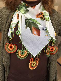 Crochet Scarves, Crochet Shawl, Crochet Lace, Crochet Designs, Crochet Patterns, Fabric Yarn, Crochet Bracelet, Scarf Jewelry, Crochet Videos