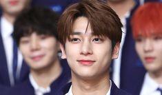 Produce X 101 Trainee Lee HanGyul's Heart Breaking Past Growing Up As An Orphan Biological Parents, Wattpad, Orphan, Kpop Boy, Boyfriend Material, K Idols, Pretty Boys, Boy Groups, Growing Up