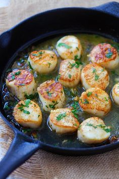 Garlic Scallops - fresh, succulent scallops sauteed with garlic, butter, white wine and parsley. Easy recipe that takes only 15 mins! | http://rasamalaysia.com