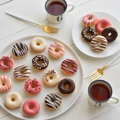 Cute Desserts, Dessert Recipes, Delicious Donuts, Yummy Food, Cute Donuts, Baked Donuts, Doughnuts, Tumblr Food, Donut Glaze