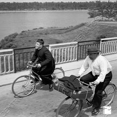 Don Camillo e Peppone Film Games, Cinema Film, Movie Photo, Celebs, Celebrities, Old Movies, Game Character, Cycling, Drama