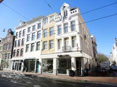 Utrechtsestraat | Centrum | Amsterdam (stad)  Woonruimte te huur in Centrum Amsterdam. Vanaf 04-10-2017 komt er een Appartement beschikbaar! Het heeft een oppervlakte van 65m2 3 kamer(s) en 2 slaapkamer(s). Het zal Gestoffeerd opgeleverd worden. De huurprijs is 1.800- per maand (exclusief). De borgsom bedraagt 3.600-. Matchen jouw woonwensen met deze woonruimte?  EUR 1800.00  Meer informatie