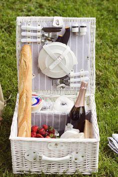 summer picnics // photo by Eeva Kolu, Kaikki mitä rakastin -blog