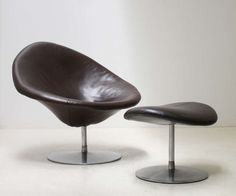 Globe Chair and Ottoman by Pierre Paulin image 2