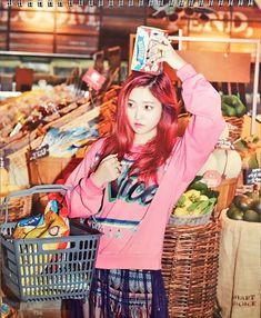 Refused to pose with fruit on her head so opted for a box of popcorn. Seulgi, Kpop Girl Groups, Korean Girl Groups, Kpop Girls, Irene, Red Velvet Photoshoot, Red Velet, Kim Yerim, The Most Beautiful Girl