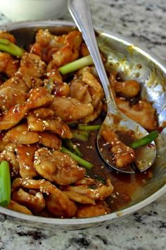 Easy Sesame Chicken is a family favorite. This scrumptious crispy chicken is bot… Easy Sesame Chicken is a family favorite. This scrumptious crispy chicken is both sweet and salty with just a… Easy Sesame Chicken, Chinese Chicken Recipes, Easy Chicken Recipes, Asian Recipes, Healthy Recipes, Crispy Chicken, Delicious Recipes, Recipe Chicken, Chicken Recepies