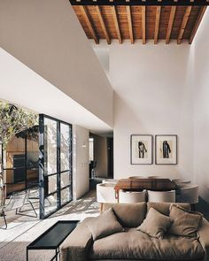Classic combination of contemporary and modern design home in Mexico city. Contemporary Interior Design, Home Interior Design, Interior Architecture, Interior And Exterior, Interior Decorating, Decorating Tips, Natural Modern Interior, Contemporary Classic, Classic Home Decor