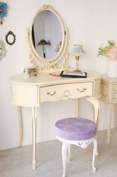 Love the pop of lavender on the vanity seat.