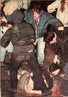 Peleas brutales y botellas rotas: fotos inéditas de los 'hooligans' griegos de los 90 | VICE | España