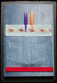 Caderno encapado com tecido jeans com bolso porta canetas