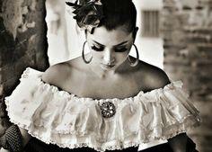 En el terreno musical y popular, muchos exponentes nos han permitido sentir a flor de piel las costumbres y tradiciones en las canciones mexicanas...