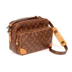 Pre-Owned Louis Vuitton Nile 4298 ($599) ❤ liked on Polyvore featuring bags, handbags, shoulder bags, brown, leather crossbody purse, crossbody handbags, long strap shoulder bags, brown leather shoulder bag and louis vuitton pouch