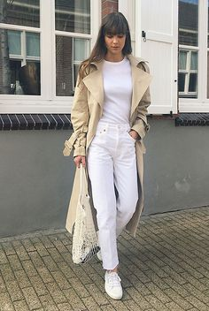Beige oversized trench coat, white t-shirt, white jeans, white sneakers, net bag. #trenchcoat #ss18 #springstyle #streetstyle #stylish #fashion2018 #fashiontrends2018 #ootd #outfitideas #outfitinspiration #casualstyle #allwhite #sneakers #comfystyle spring casual outfit, trench coat outfit