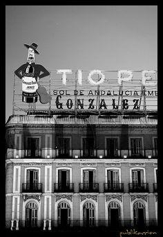 Tio Pepe sign in La Puerta del Sol Tio Pepe, Foto Madrid, Spanish Architecture, Amazing Pics, Andalucia, Spain Travel, Travel Photos, Travel Ideas, Family Travel