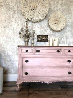 Updating An Outdated Dresser - Diy Furniture Bedroom Refurbished Furniture, Colorful Furniture, Chic Furniture, Pink Furniture, Cool Furniture, Diy Furniture Bedroom, Painted Bedroom Furniture, Pink Painted Furniture, Furniture Inspiration