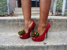 Retrouvez toutes les sélections Céwax ici : https://cewax.wordpress.com Clips de chaussure tissu africain par Sylanim sur Etsy