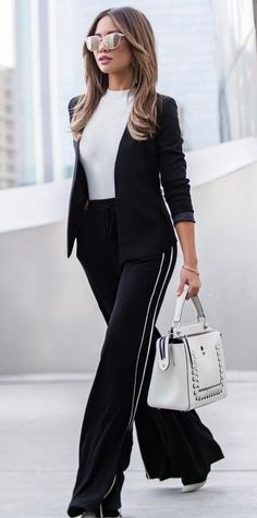 45 amazing winter outfits that will save your life completely making you look beautiful, trendy and always ready to impress. Fashion 2017, Look Fashion, Autumn Fashion, Cheap Fashion, Fashion Trends, Fashion Women, Fashion Online, Fashion Ideas, Inspired Outfits