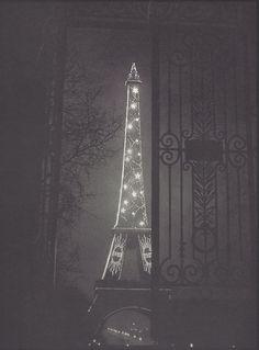 viafantomas-en-cavale:  La Tour Eiffel encadrée dans une porte du Trocadéro, 1933, a photo by George Brassaï