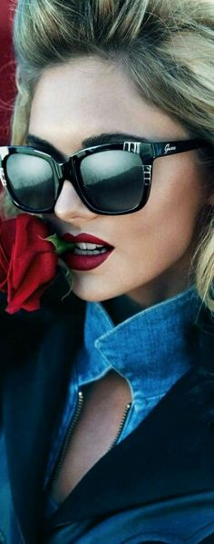 52f56fa650f Dioni Tabbers by Claudia   Ralf Pulmanns for Guess Eyewear