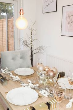 How To Decorate Your Table For Christmas, Christmas Table settings, christmas table decorations, christmas table ideas, christmas table centrepieces, christmas decor