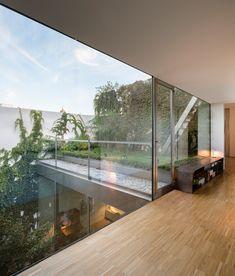 Rehabilitation of a home in Seville by Schönegger + González. Luz Natural, Seville Spain, Architecture, Ideas Para, Construction, Photography, Home Decor, Courtyards, Memphis