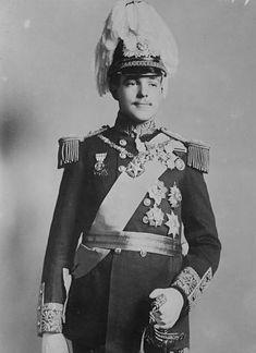 Portuguese Royal Family, History Of Portugal, Royal Monarchy, Casa Real, Falling Kingdoms, Strange Photos, Prince And Princess, Lady And Gentlemen, Military History