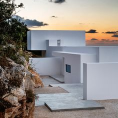 Brussels-based architect Olivier Dwek has created an island home with bright white walls, named Silver House and perched above the Zante coastline
