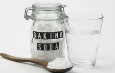Remedies For Hair Baking Soda For Bad Breath - Baking Soda With Water (Gargle) - Is bad breath stopping you from speaking in public? We know how embarrassing it can be. Worry not, considering baking soda for bad breath can be of help. Baking Soda Health, Baking Soda Benefits, Baking Soda Face, Baking Soda Uses, Home Remedies For Skin, Skin Care Remedies, Natural Remedies, Drinking Baking Soda, Dry Hair Treatment
