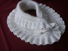 Ravelry: Elisabethan Style Neck warmer pattern by Grace Karen Burns Mais Knit Cowl, Knitted Shawls, Crochet Scarves, Crochet Shawl, Crochet Clothes, Knit Crochet, Afghan Crochet Patterns, Knitting Patterns, Crochet Collar